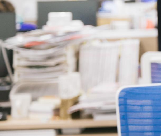 仕事場デスクの書類整理に役立つ電子吸着ボード キングジム「ラッケージ」!!