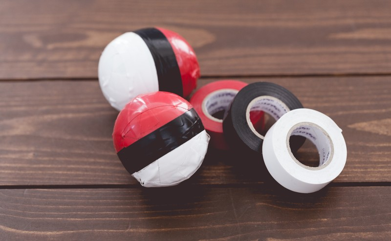 マグネット付テープカッター「ラカット」でセロハンテープが切りやすい!! カラーも豊富なおしゃれ商品