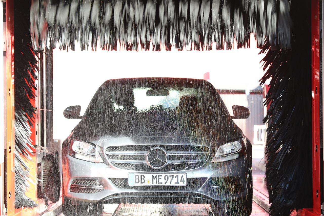 充電式高圧タンクレス洗浄機「強力ウォーターガン」は洗車や窓の掃除に便利でおすすめ