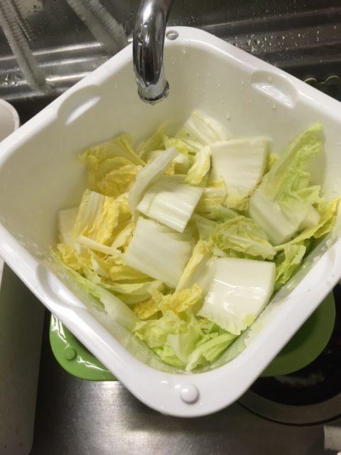 冬は鍋しよう!! 野菜を洗うとき、カットするとき重宝する「ザルばっとん」!!